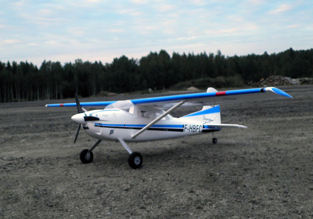 Cessna_185_out_3